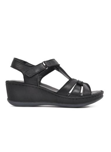 Castle Black 22301 Siyah Hakiki Deri Kadın Sandalet Siyah
